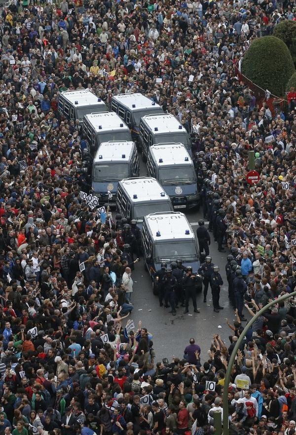 i manifestanti spagnoli 25s